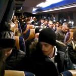 13.01 Givetvis ingår transfer i priset, och såväl fans som spelare packar omgående in sig i de båda väntande bussarna för vidare transport till Coop Arena! Foto: Joakim Angle/fbkbloggen