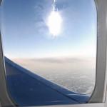 12.02 Någonstans över Sverige! Resan, som är strax över 80 mil lång (fågelvägen) tar strax över en timme. Flygvärdinnorna hinner knappt servera de nybredda smörgåsarna förrän det är dags att gå ned för landning. Foto: Marie Angle/fbkbloggen