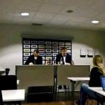 """18.34 Matchen är över och Färjestad har besegrat Luleå med 2-0. Thomas """"Bulan"""" Berglund och Leif Carlsson möter pressen under den obligatoriska presskonferensen. Foto: Marie Angle/fbkbloggen"""