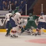 #18, Emil Eriksson, och #11, Johan Dahlbom framför DIF-målet. Foto: Robin Angle/fbkbloggen