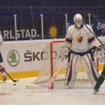 Nej, någon liten kille är inte 192 cm Linus Söderström i DIF-kassen…Och då är han ändå bara 17 år gammal! Vår Jonathan Ström, framför honom, är 178. Foto: Robin Angle/fbkbloggen