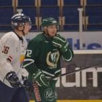 Wilhelm Westlund, född 1995, är viktig i defensiven, och det är intressant hur FBK tänker kring honom inför framtiden. Här tillsammans med DIF:s Tobias Liljendahl. Foto: Robin Angle/fbkbloggen