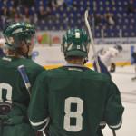 Juliuz Persson och Johan Olofsson snackar ihop sig. Foto: Robin Angle/fbkbloggen