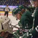 André Larsson och Ludwig Byström övervakar när Victor Scherrieble får hjälp med trilskande utrustning. Foto: Robin Angle/fbkbloggen