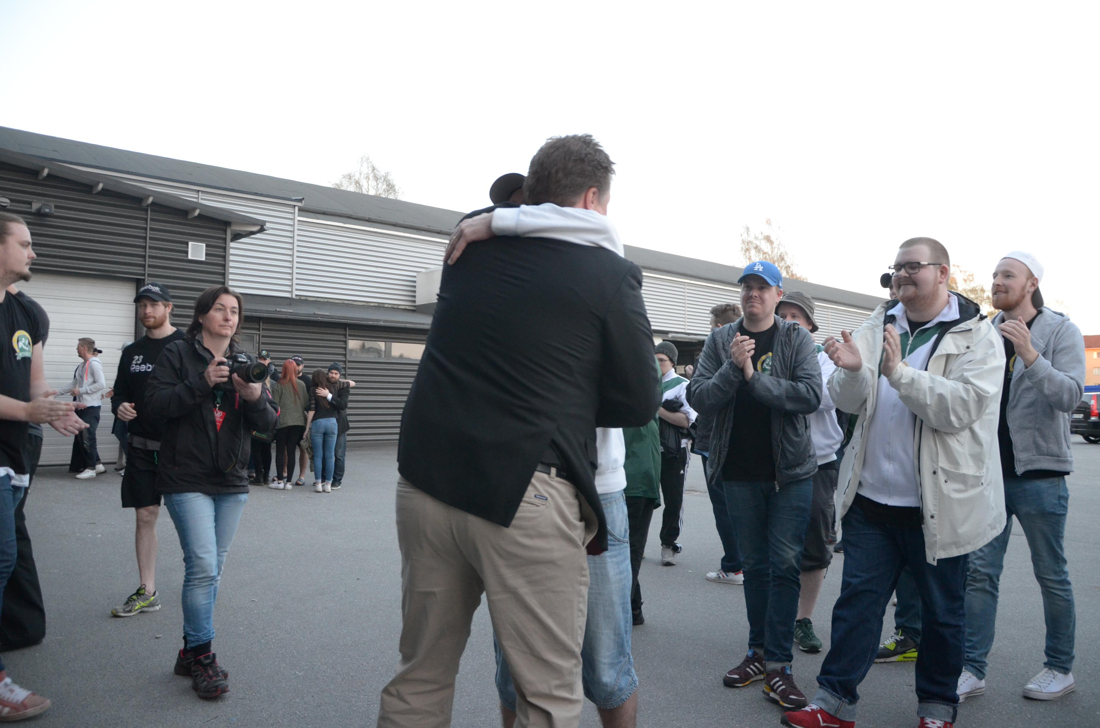 Leif Carlsson träffade och höll ett fint tal till fansen. Det talet ser och hör du via vår youtube. Foto: Robin Angle/fbkbloggen