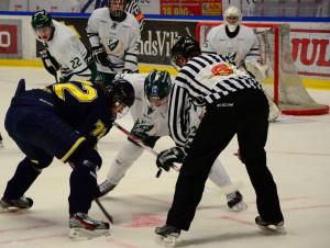 Christoffer Forsberg tekar, Victor Ejdsell och Jesper Nordin övervakar. Foto: Joakim Angle/fbkbloggen