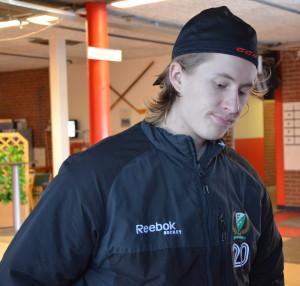 En nedstämd Juliuz Persson utanför omklädningsrummet efter finalmatchen. Förhoppningsvis kan han, och de andra, se tillbaka på säsongen med större glädje efter att ha fått smälta dagens förlust! Foto: Joakim Angle/fbkbloggen