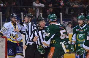 Det är dags att uppgradera domarnas roll i svensk hockey! Foto: Robin Angle/fbkbloggen