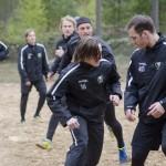 Killarna värmer med fotboll - här en duell mellan Nygård och Arell Foto: Robin Angle/fbkbloggen
