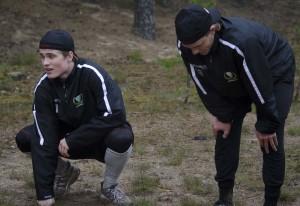Det tar på krafterna... 94:orna Christoffer Forsberg och Johan Olofsson pustar ut innan det är dags för nästa varv.  Foto: Robin Angle/fbkbloggen