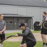 Anton Grundel och Martin Röymark kämpar på medan Joakim Nygård ser ut att hålla ett öga på argsinta mamma Mås...