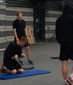 95:an Wilhelm Westlund - här med Åslund och en huvklädd PW - försäsongstränar med A-laget, men Carlsson vill gärna se en utlåning till allsvenskan i höst för att den unge, lovande backen ska få möjlighet att ta nästa steg. Foto: Marie Angle/fbkbloggen