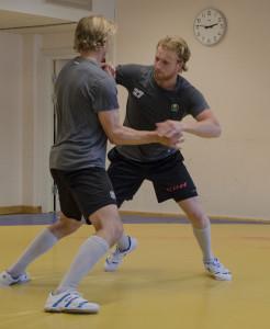 Joachim Rohdin tar sig an Daniel Gunnarsson, ett annat spännande nyförvärv! Foto: Robin Angle/fbkbloggen