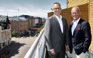 Färjestads nye VD Stefan Larsson och Sture Emanuelsson. Foto: Daniel Briander/Färjestad BK