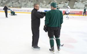 Samuelsson instruerar Gulas under morgonens träning Foto: Joakim Angle/fbkbloggen