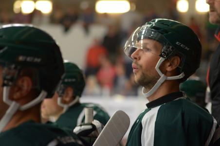 Rickard Wallin ser lite orolig ut - och Skövde gick ut hårt i matchinledningen. Foto: Joakim Angle/fbkbloggen