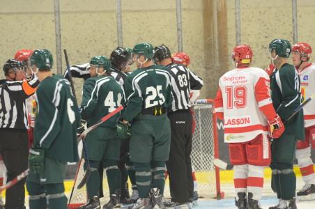Det blev en ganska snäll match, men lite diskussionsforum uppstod... Foto: Joakim Angle/fbkbloggen