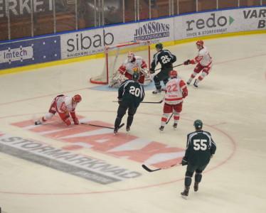 11.21 in i andra perioden kommer första målet. 1-0 till Färjestad genom Jakub Klepis, assist till Milan Gulas Foto: Joakim Angle/fbkbloggen