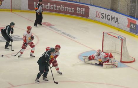 Pierre Svensson tvingas sträcka ut ordentligt Foto: Joakim Angle/fbkbloggen