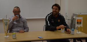 Inga sura miner! Tommy Samuelsson och Skövdes coach Fredrik Ljunggren på presskonferensen efter matchen. Foto: Joakim Angle/fbkbloggen