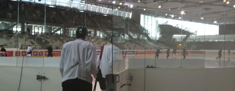 Spelarna äntrar isen för sista ispasset i Wien Foto: Marie Angle/fbkbloggen