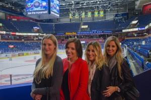 Christina och hennes närmsta vänner i laget: Från vänster Vicki Aabo, Diana Pachkevitch, Rachael Lalonde och Christina själv. Mer om dem i morgon. Foto: Robin Angle/fbkbloggen