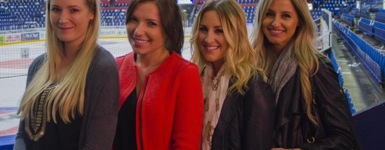 Christina och hennes närmsta vänner i laget: Från vänster Vicki Aabo , Diana Pachkevitch, Rachael Lalonde och Christina själv. Mer om dem i morgon. Foto: Robin Angle/fbkbloggen