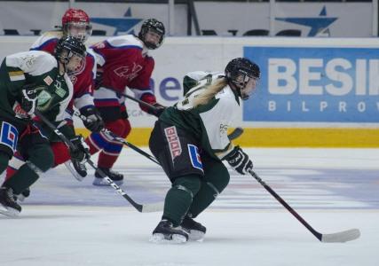 Nora-spelarna hade inte mycket att sätta emot när FBK-tjejerna satte fart. Foto: Robin Angle/fbkbloggen
