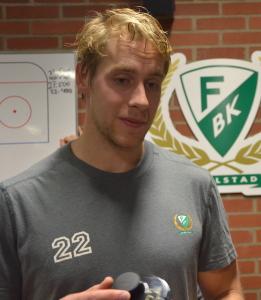 Lugne Per Åslund jublade mer inombords än han visade på isen när första målet för säsongen väl kom... Foto: Robin Angle/fbkbloggen