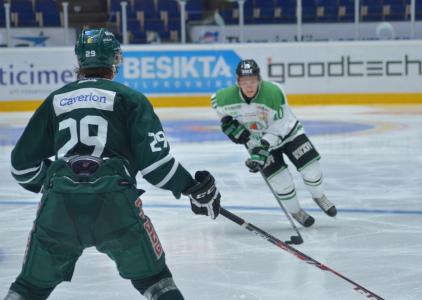 Martin Karlsson täcker av