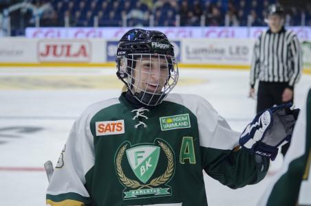 Backen och assisterande kaptenen Tilda Antonsson jublar. Tilda stod för ett assist i hemmapremiären.  Foto: Robin Angle/fbkbloggen