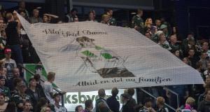 Banderollen som användes som en hyllning till bortgångne vännen David under den tysta minut som ståplatspubliken höll under matchen. Foto: Robin Angle/fbkbloggen