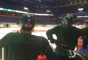 Johan Olofsson och hans lagkamrater väntar snällt i kön på sin tur Foto: Marie Angle/fbkbloggen