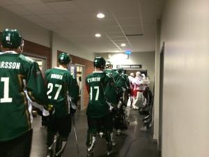 Spelarna på väg ut till värmningen inför tisdagens match mot Vålerenga Foto: Marie Angle/fbkbloggen