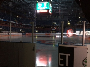 Ett öde Löfbergs Arena strax innan midnatt. Vinst men ändå en tom känsla.  Kommer vi ta oss vidare i CHL? Ja, omöjligt är det inte! Foto: Marie Angle/fbkbloggen