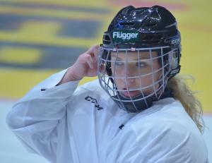 24-åriga Lagkaptenen Sara Kask och de andra mer rutinerade spelarna drar ett stort lass i satsningen. Foto: Joakim Angle/fbkbloggen