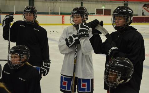 Tro inte att tjejerna slår sig till ro efter tre inledande vinster - business as usual på måndagens träning. Foto: Marie Angle/fbkbloggen