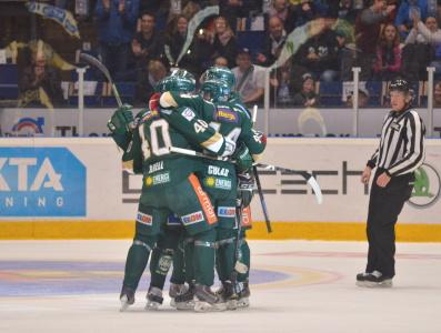 Ber en liten bön till hockeygudarna att fortsätta stå vid vår sida... Foto: Robin Angle/fbkbloggen