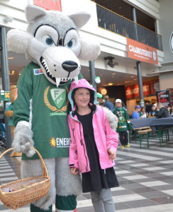 Ture bjuder in de minsta fansen till sin nya Lya! Foto: Robin Angle/fbkbloggen