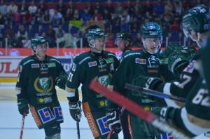 Victor firar sitt mål, som också blev Färjestads enda. tillsammans med sina lagkamrater Foto: Joakim Angle/fbkbloggen