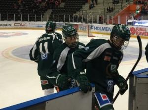 Gallren erövrar isen! Tre galler i laget mot Modo igår! Här Rasmus Asplund och Joel Eriksson Ek. Foto: Marie Angle/fbkbloggen