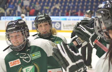Tilda Antonsson assisterar till Alexandra Skoogs 3-1. Så gör även Julia Martinsson.
