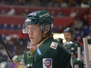 J20:s talangfulle forward Victor Ejdsell är en av ett helt spelare på gränsen till A-lagsspel. Han var med i laget i fredagens match mot Linköping. Foto: Joakim Angle/fbkbloggen
