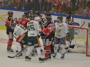 Rasmus Asplund, Victor Ejdsell och Joel Eriksson-Ek körde ett par avlastande byten tillsammans under lördagens SHL-match. De gjorde verkligen inte bort sig, utan fick beröm av Leif Carlsson efteråt. Foto: Joakim Angle/fbkbloggen