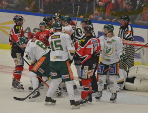 Juniorkedjan med Asplund, Ejdsell och Eriksson-Ek avlastar Foto: Joakim Angle/fbkbloggen