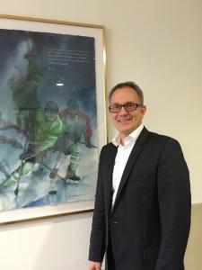 Den vackra och inspirerande tavlan som sitter på väggen snett mittemot Stefan Larssons skrivbord föreställer SM-guldet 2011. Ett häftigt minne och en händelse Larsson gärna är med om  igen! Foto: Marie Angle/fbkbloggen