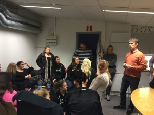 Damernas GM, Bo Kulon Lennartsson under invigningen av damernas nya uppehållsrum. Bra initiativ och viktig signal!   Foto: Marie Angle/fbkbloggen