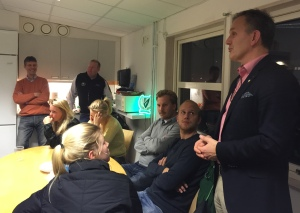 Stefan Larsson träffade FBK Dam på torsdagskvällen när laget invigde sitt nya uppehållsrum       Foto: Marie Angle/fbkbloggen