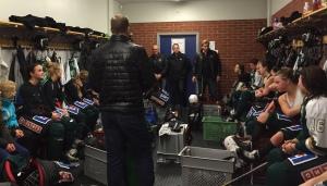 Laget i omklädningsrummet efter matchen. Strax dags för ny samling och ny viktig match idag! Foto: Marie Angle/fbkbloggen