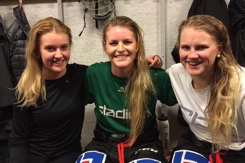 Tvåmålsskytten Julia Pettersson flankerad av Emma Thomann, också målskytt, samt Lisa Östman. som assisterade till Thomanns mål.  Foto: Marie Angle/fbkbloggen